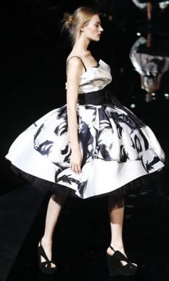 Con la Monroe en la falda
