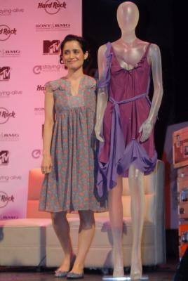 El vestidito violeta de Julieta Venegas...